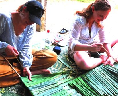 Weaving pandanus leaves Ban Talae Nok homestay Thailand